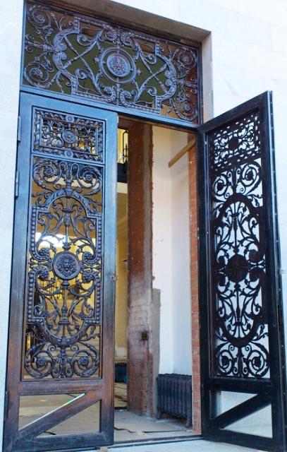 Чугунные двери ажурные