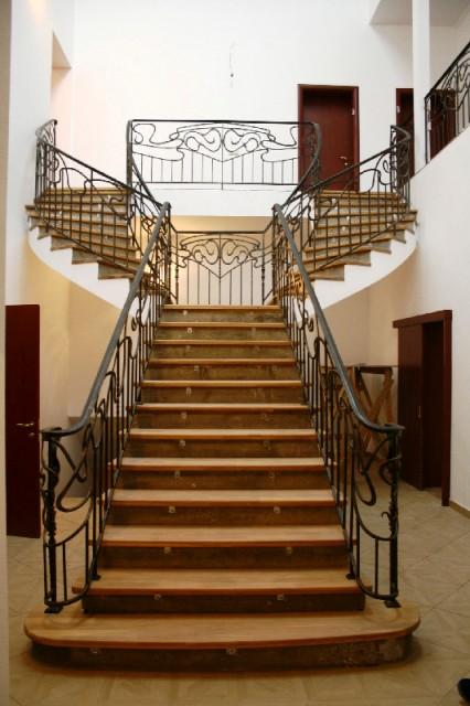 Ограждение маршевой лестницы, материал – сталь