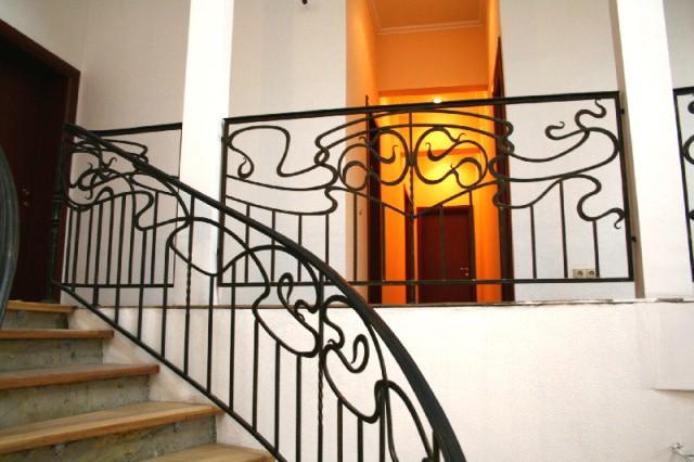 Кованое ограждение на лестницу