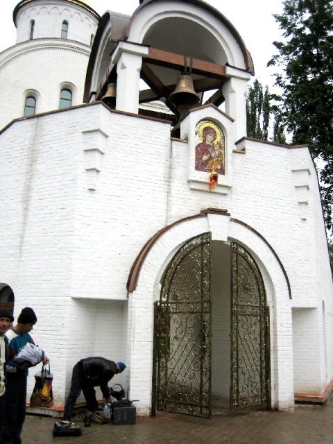 Кованые ворота в храм