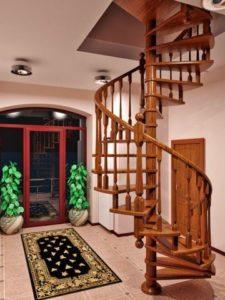 Деревянная винтовая лестница